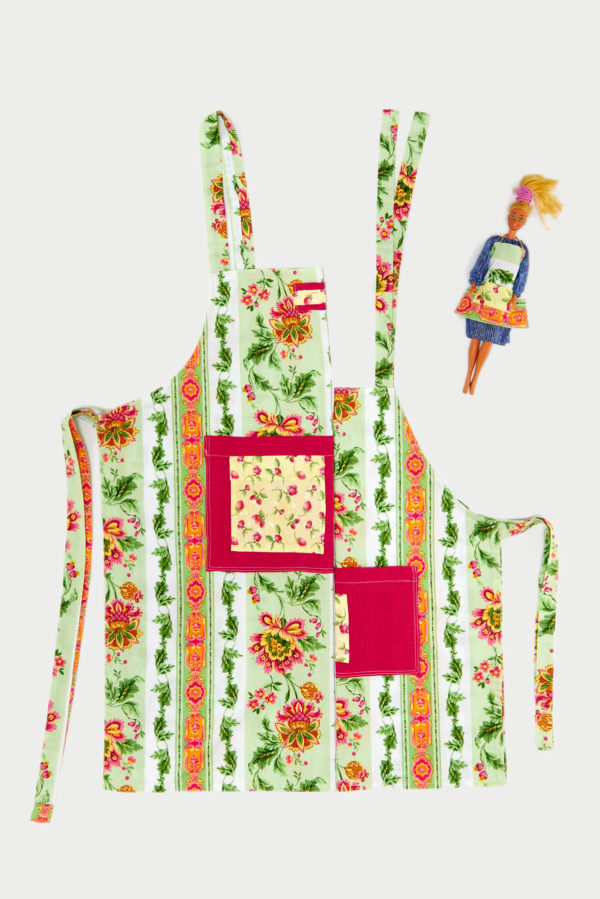 woman-mum-baby-girl-barbie-apron-grembiule-donna-bimba-barbie-impertinente.shop